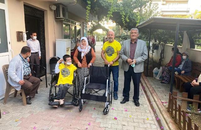Aydın Fenerbahçeliler Derneği tekerlikli sandalye bağışında bulundu