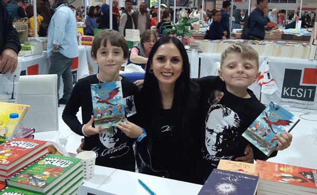 Kitap Kurdu Öğretmen ilk kitabını yazdı